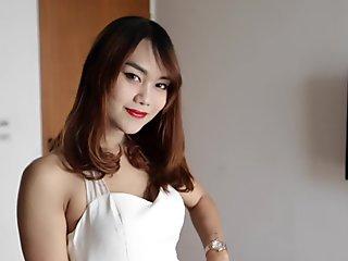 HELLOLADYBOY Red Lipstick Asian Beauty Pounded